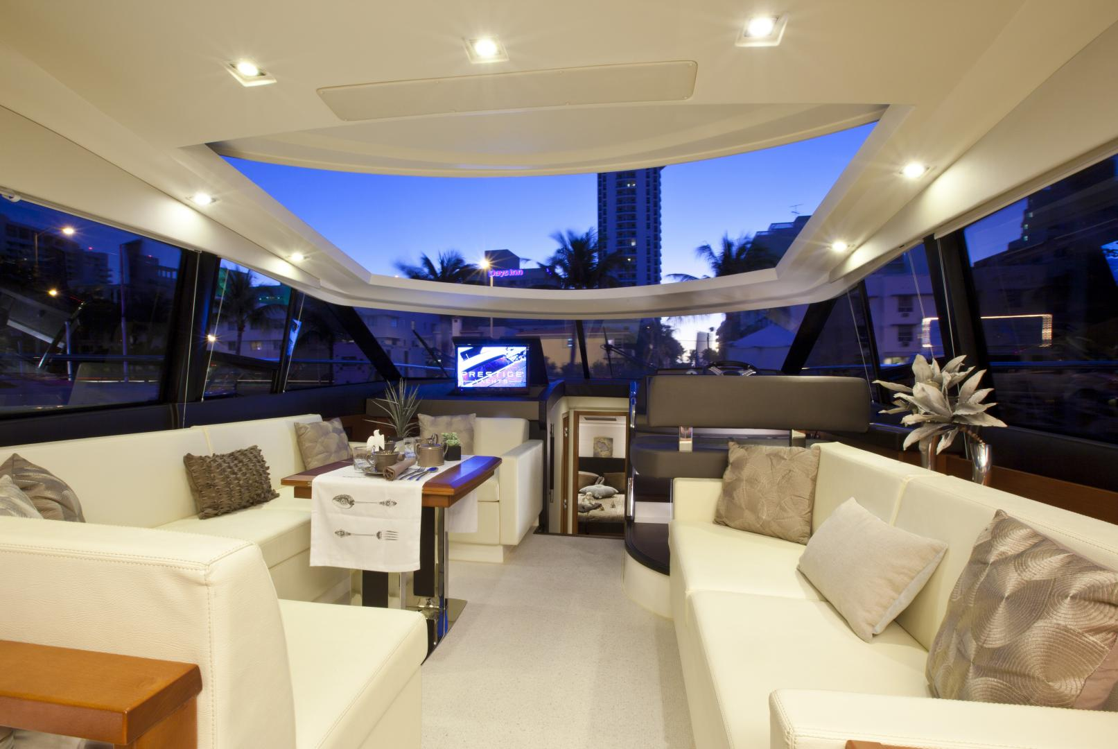 Yacht prestige 500 s coup line luxury boats yacht for Interieur yacht