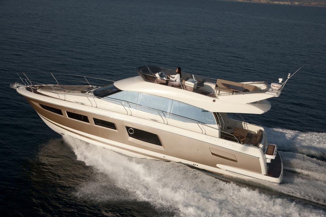 Discover the Prestige boats exhibited on the Istanbul boat show 1