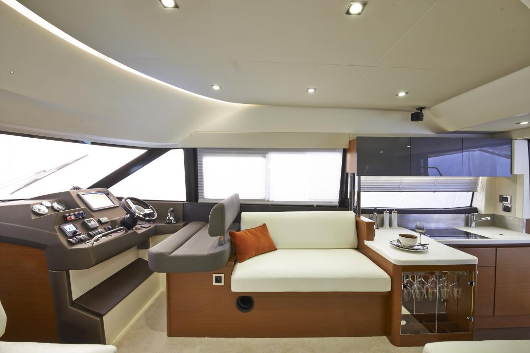 PRESTIGE 450S Interior 21