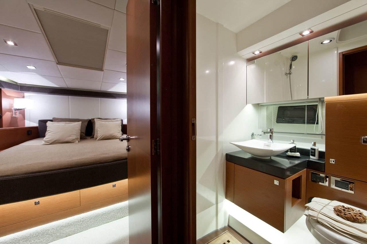 PRESTIGE 620S Interior 8
