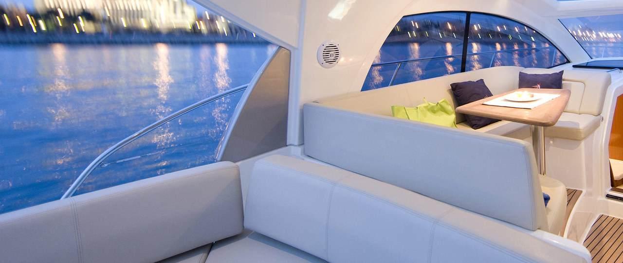 PRESTIGE 390S Interior 3