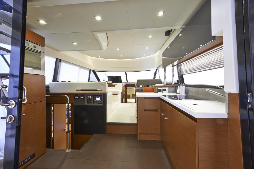 PRESTIGE 450S Interior 16