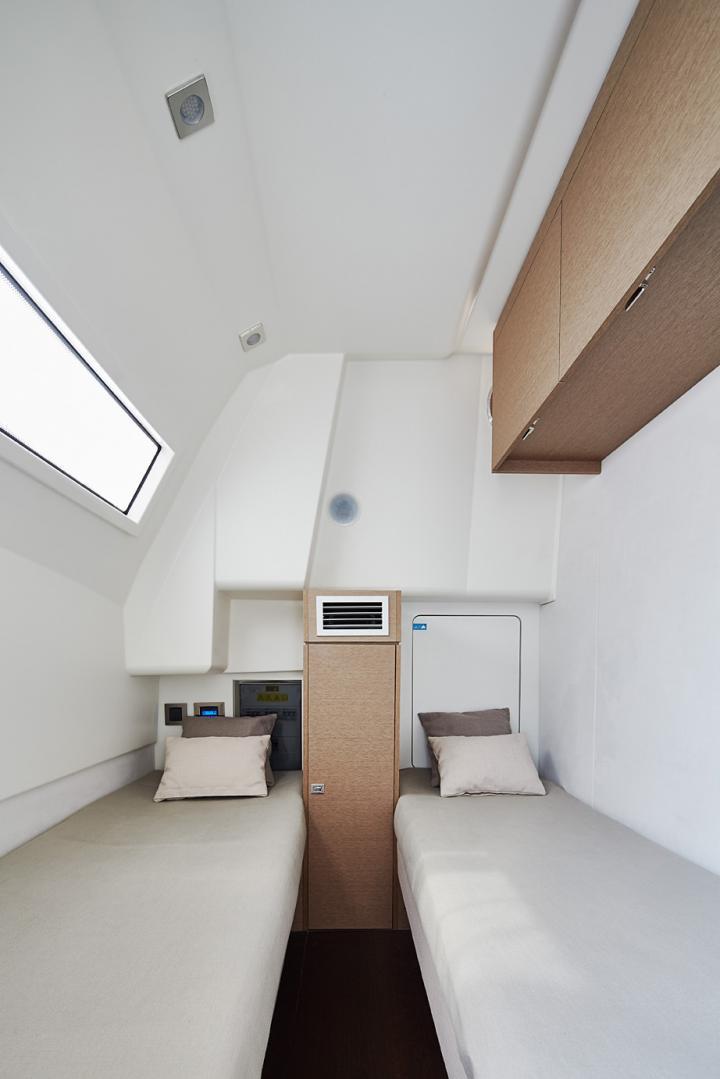 PRESTIGE 680 Interior 20