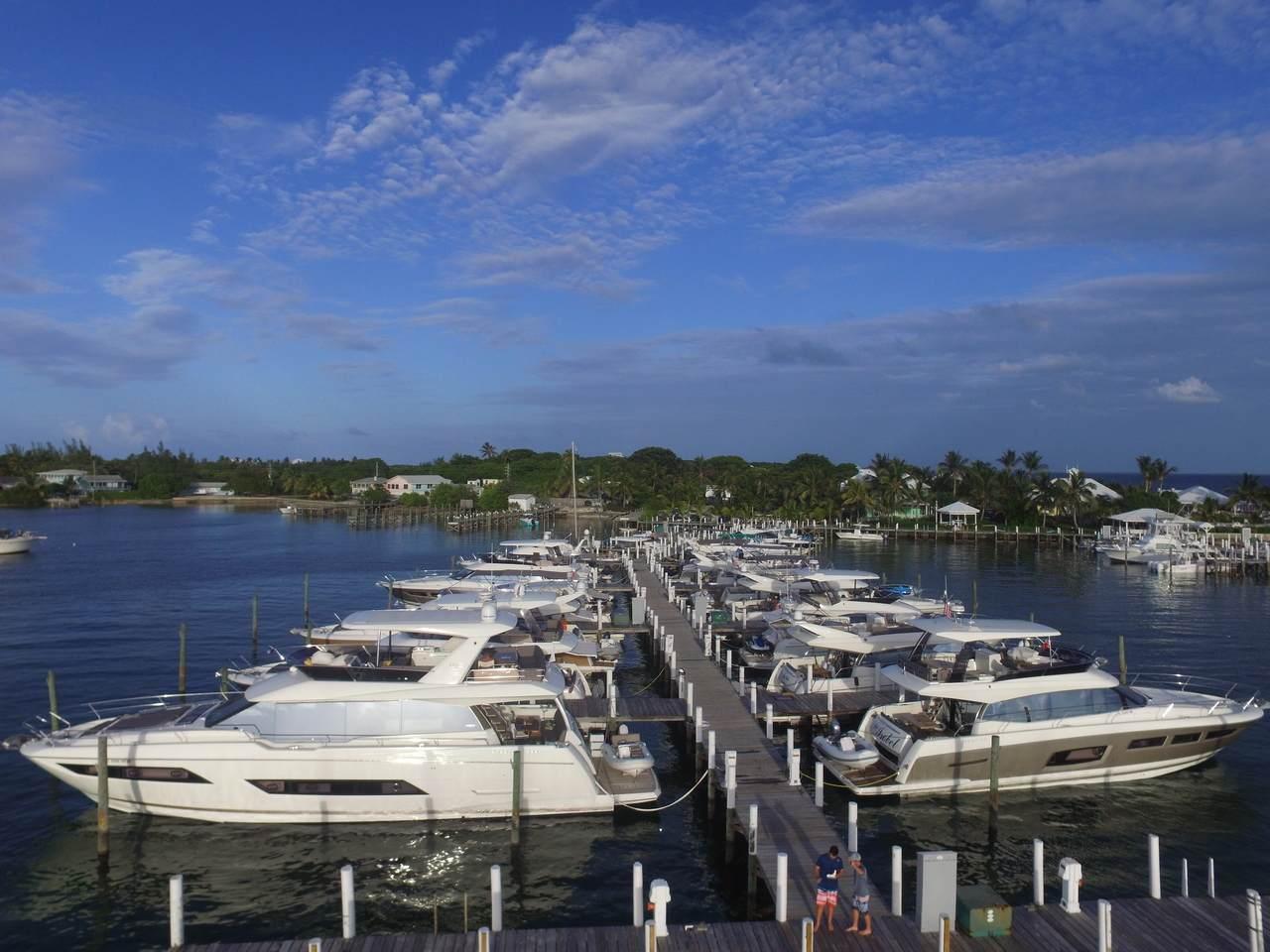 Prestige Yachts Escapade to Eleuthera with InterMarine 23