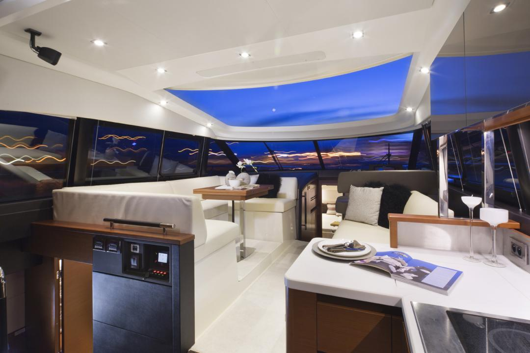 PRESTIGE 450S Interior 2