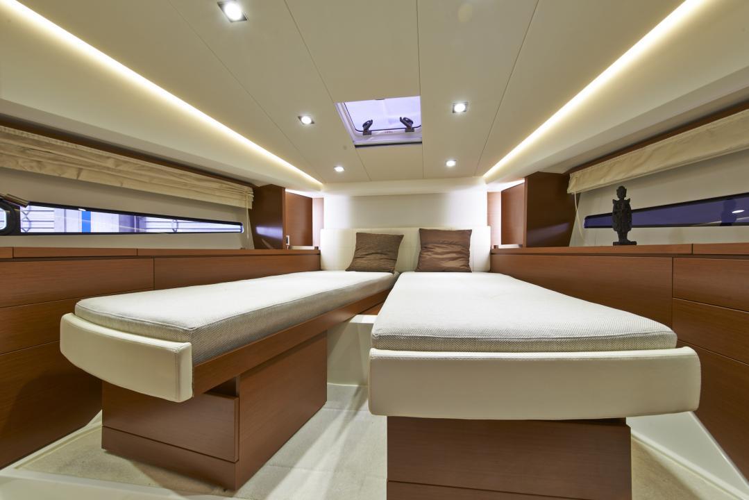 PRESTIGE 450S Interior 13