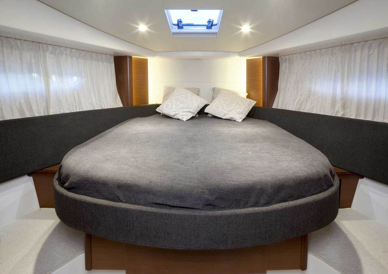 PRESTIGE 350 Interior 1