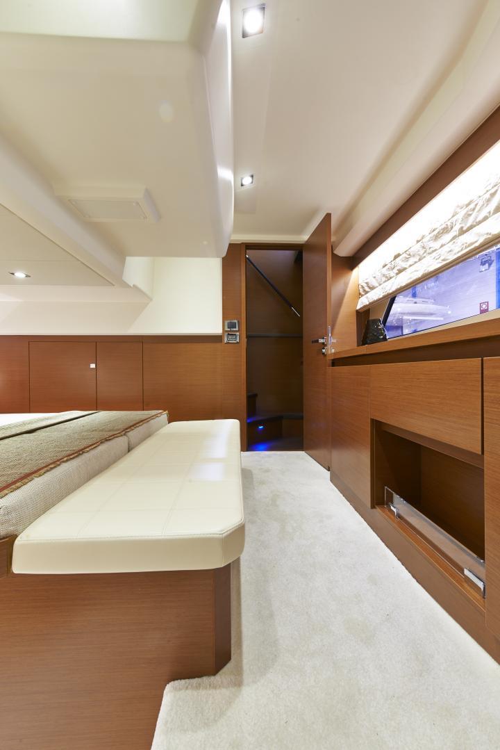 PRESTIGE 450S Interior 9