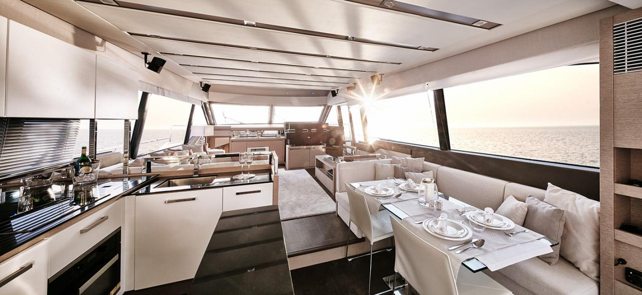 "Die PRESTIGE 680 wurde für den ""Motor Boat of The Year Awards 2016"" nominiert 5"