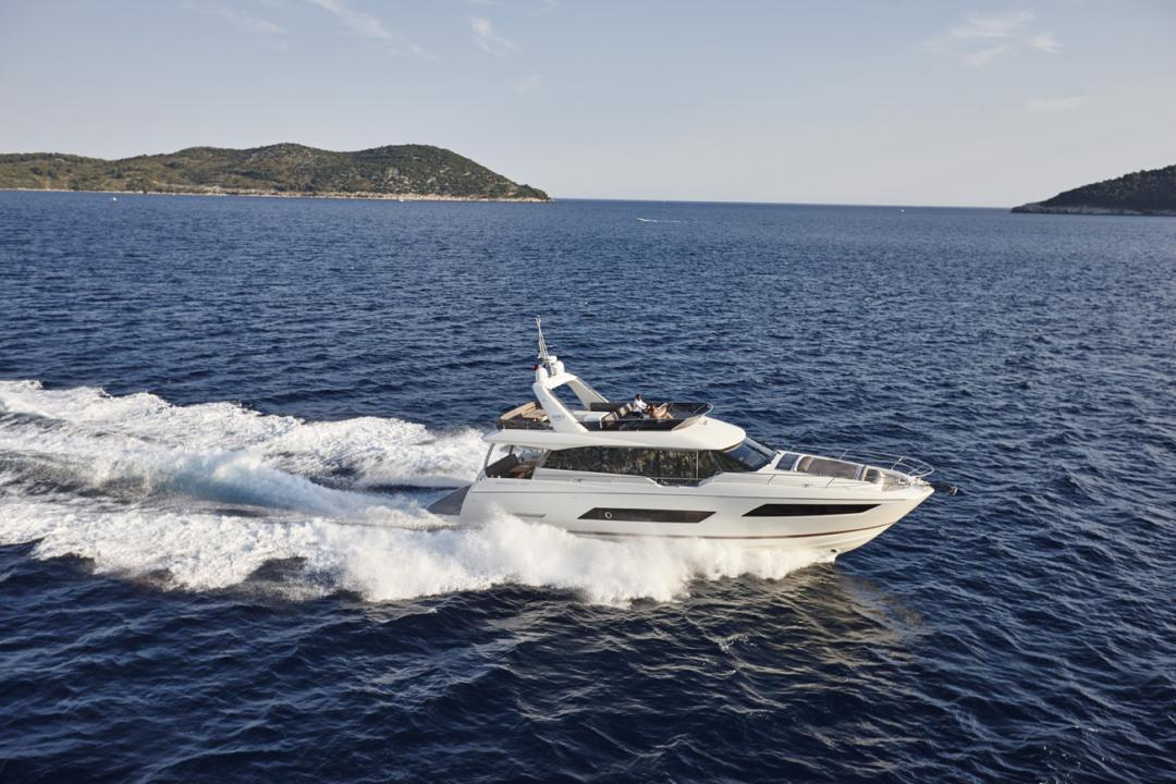 "Die PRESTIGE 680 wurde für den ""Motor Boat of The Year Awards 2016"" nominiert 1"