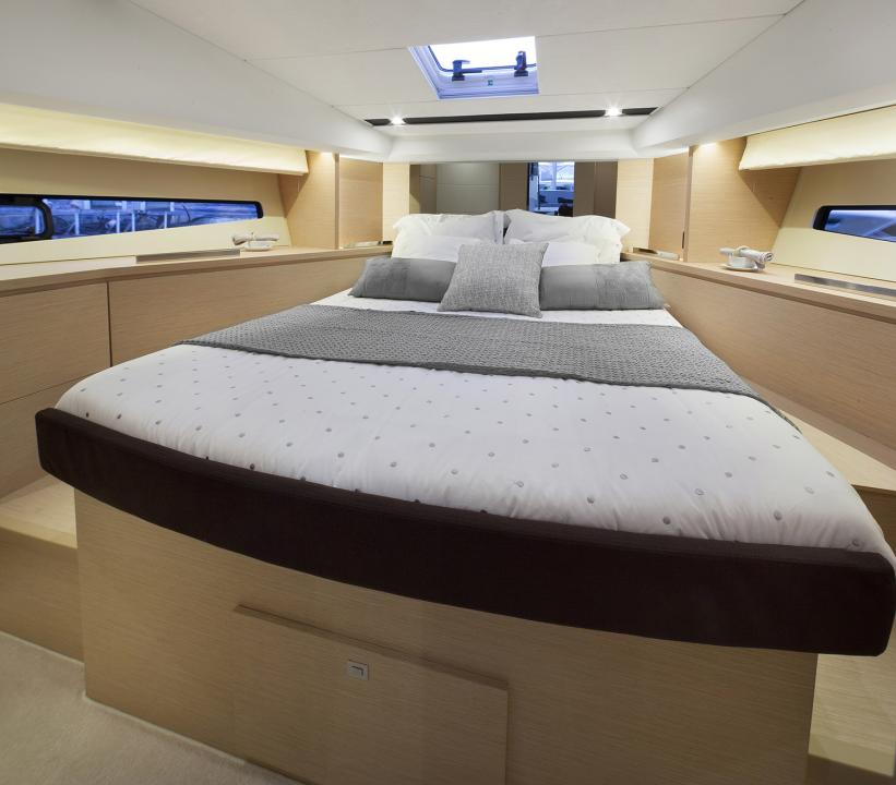PRESTIGE 420 Interior 1