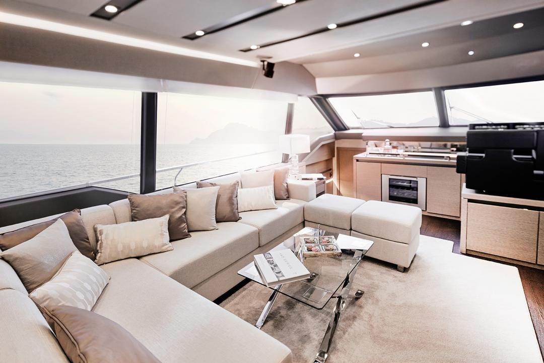 "Die PRESTIGE 680 wurde für den ""Motor Boat of The Year Awards 2016"" nominiert 6"