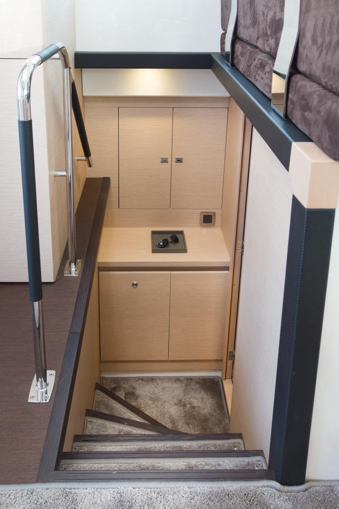 PRESTIGE 420 Interior 12