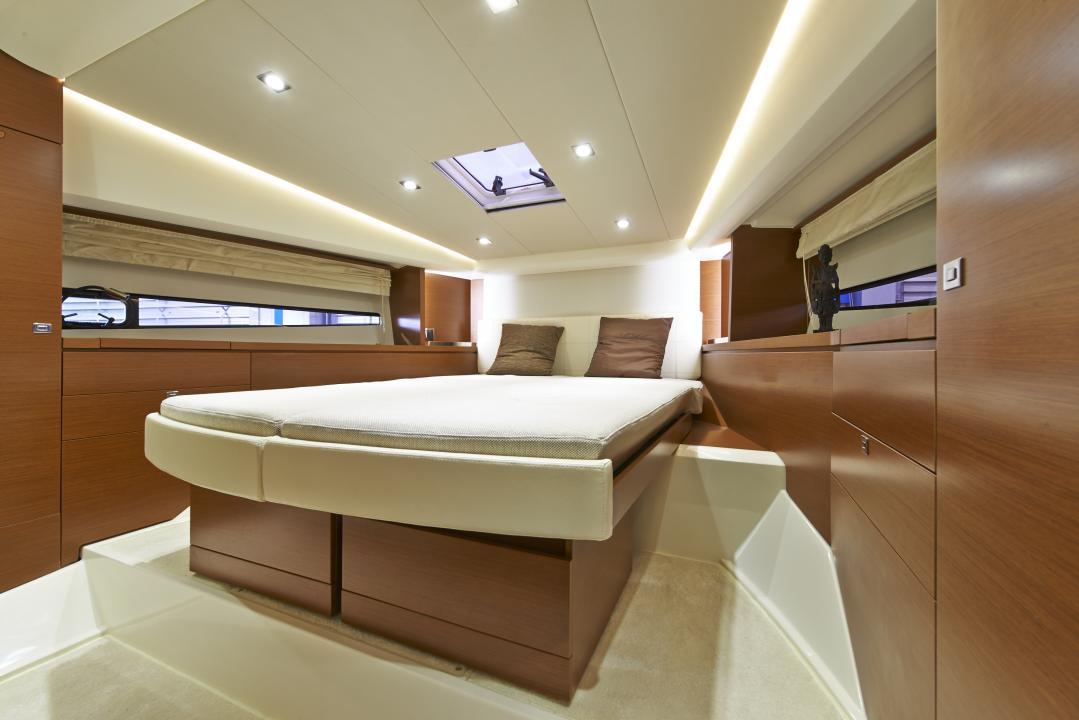 PRESTIGE 450S Interior 14