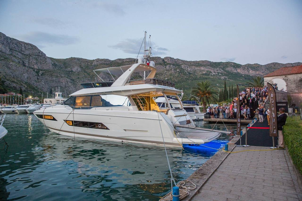 A spectacular 3D show to launch the PRESTIGE 680 at ACI Marina in Dubrovnik. 1