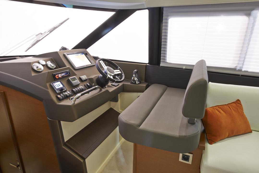 PRESTIGE 450S Interior 20