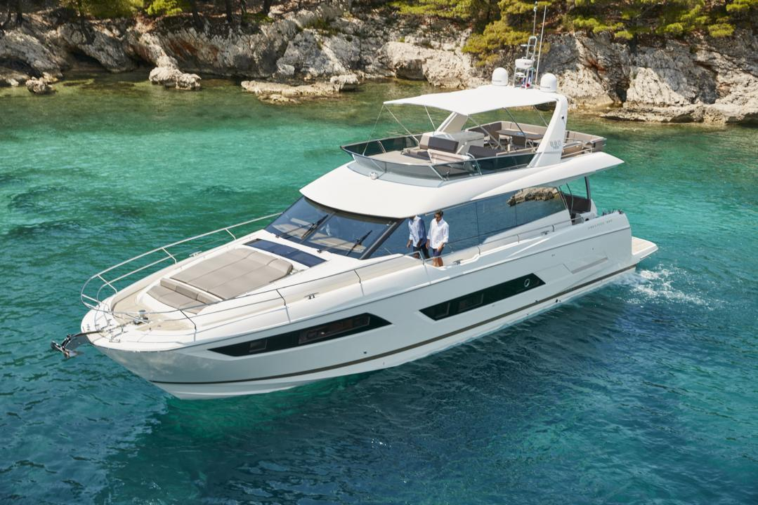 "Die PRESTIGE 680 wurde für den ""Motor Boat of The Year Awards 2016"" nominiert 3"