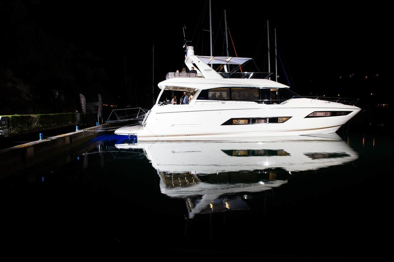 A spectacular 3D show to launch the PRESTIGE 680 at ACI Marina in Dubrovnik. 9