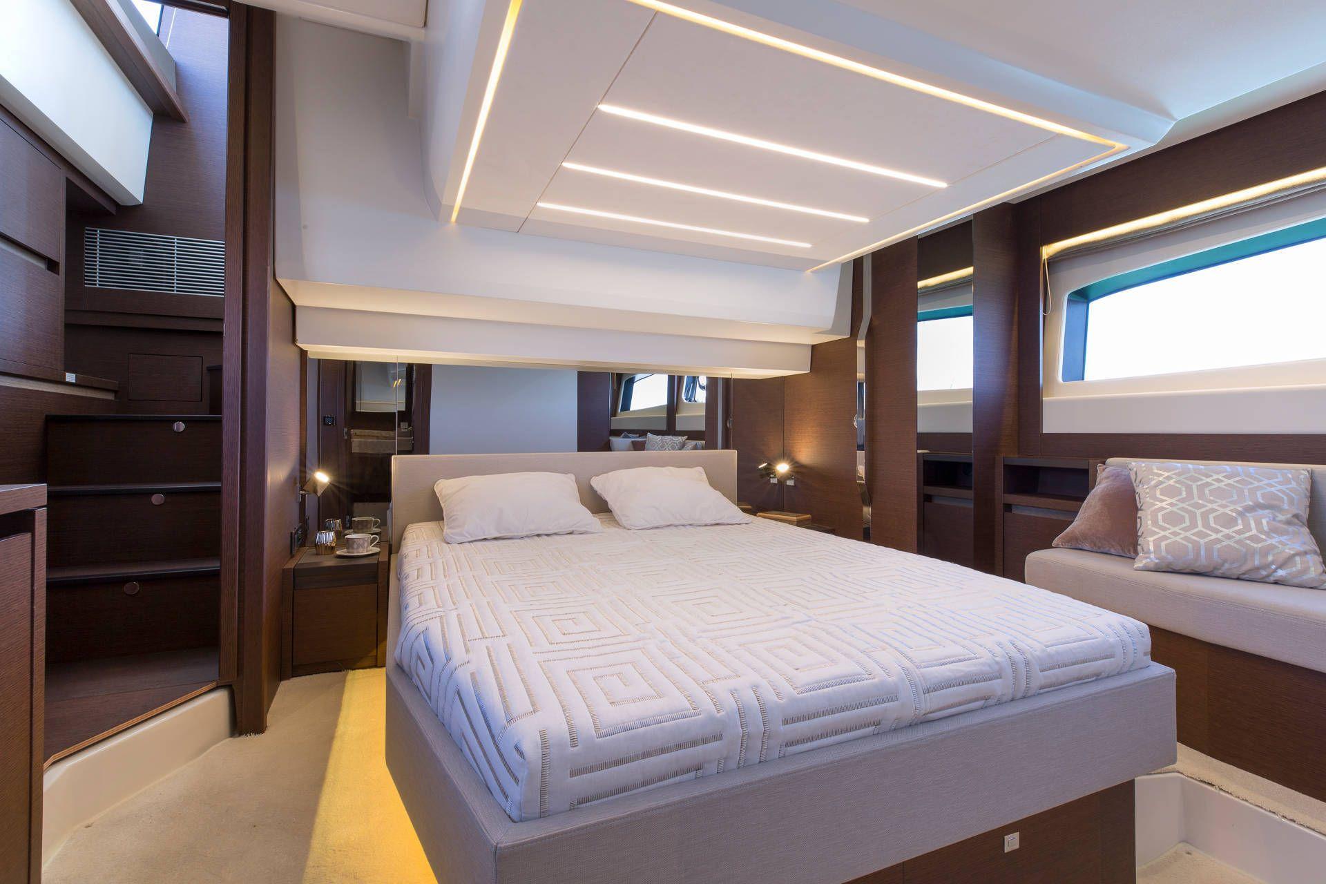 PRESTIGE 520 Interior 12