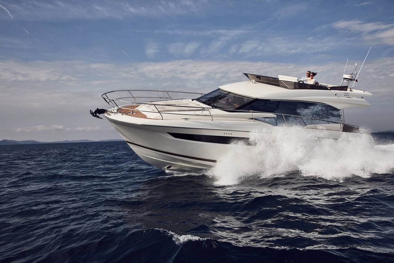 PRESTIGE 520 : the first yacht to integrate the all-new Volvo IPS650 4