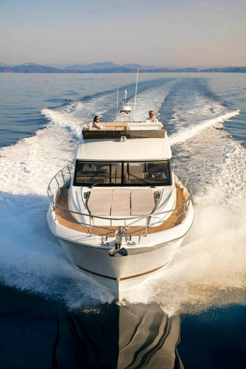 PRESTIGE 520 : the first yacht to integrate the all-new Volvo IPS650 2