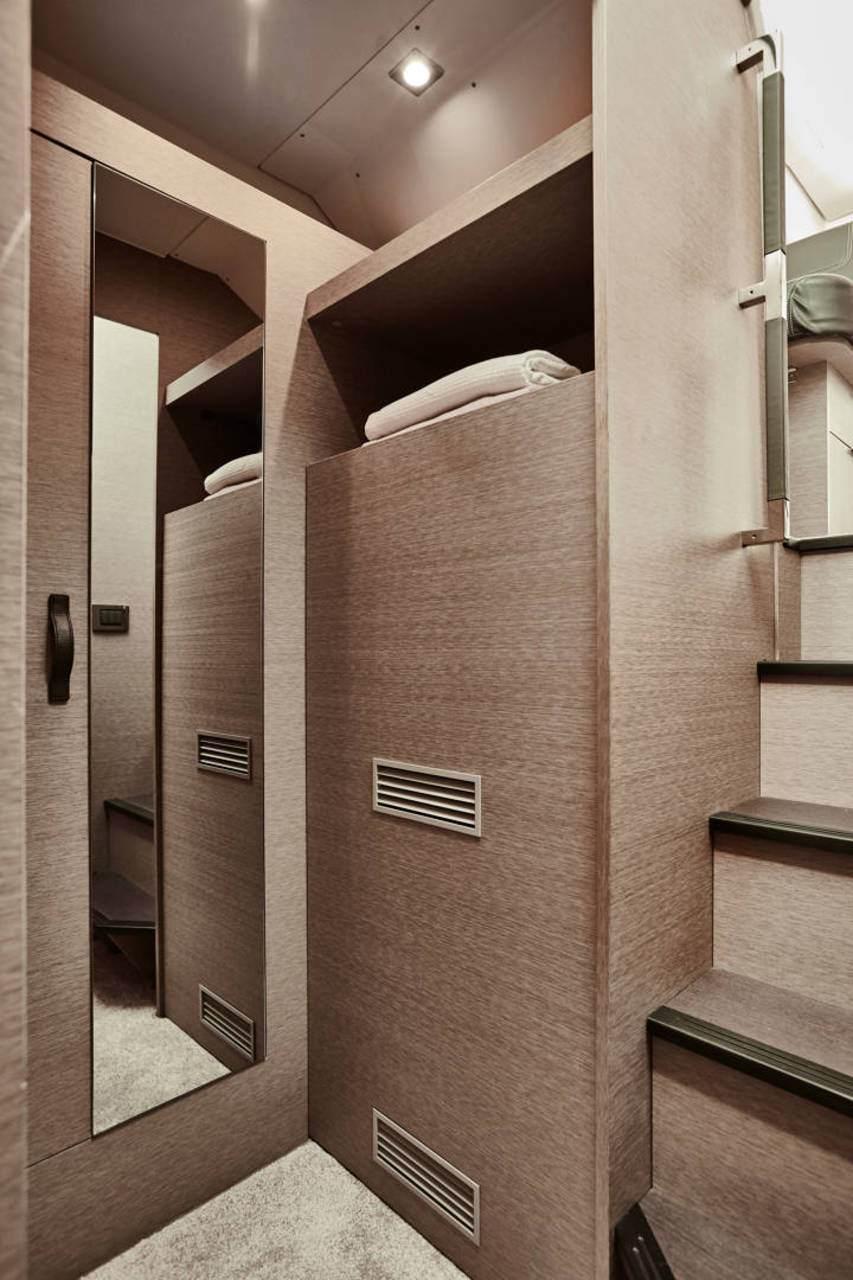PRESTIGE 420 Interior 6