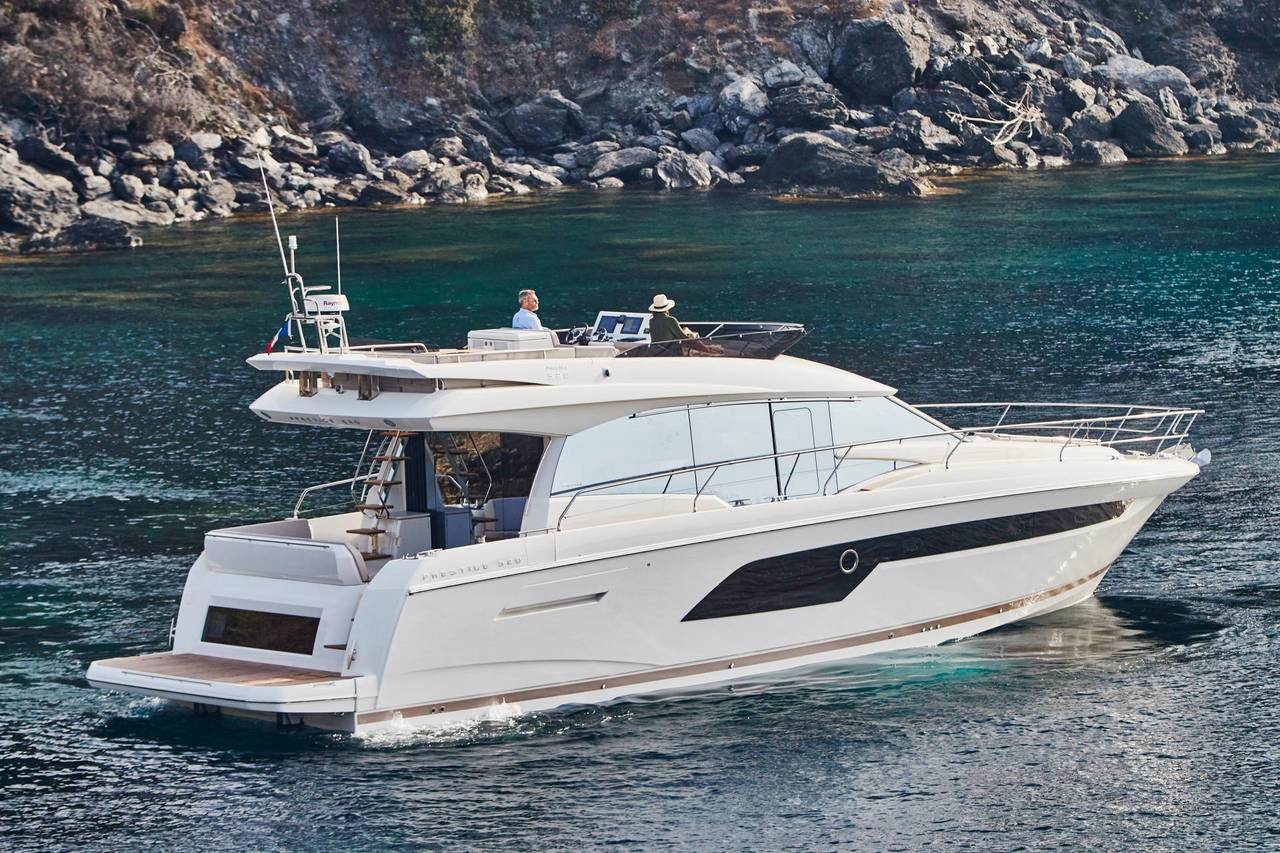 PRESTIGE 520 : the first yacht to integrate the all-new Volvo IPS650 3