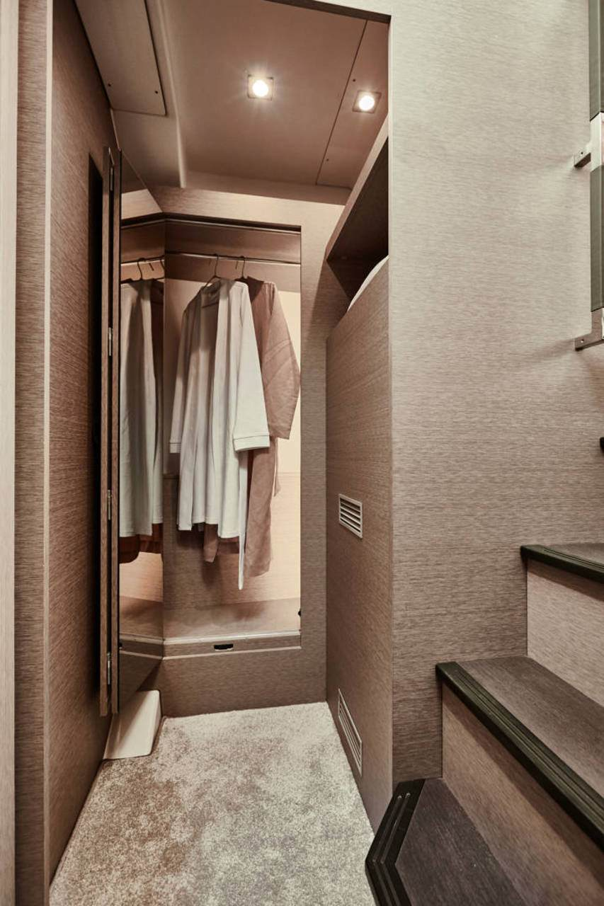 PRESTIGE 420 Interior 3