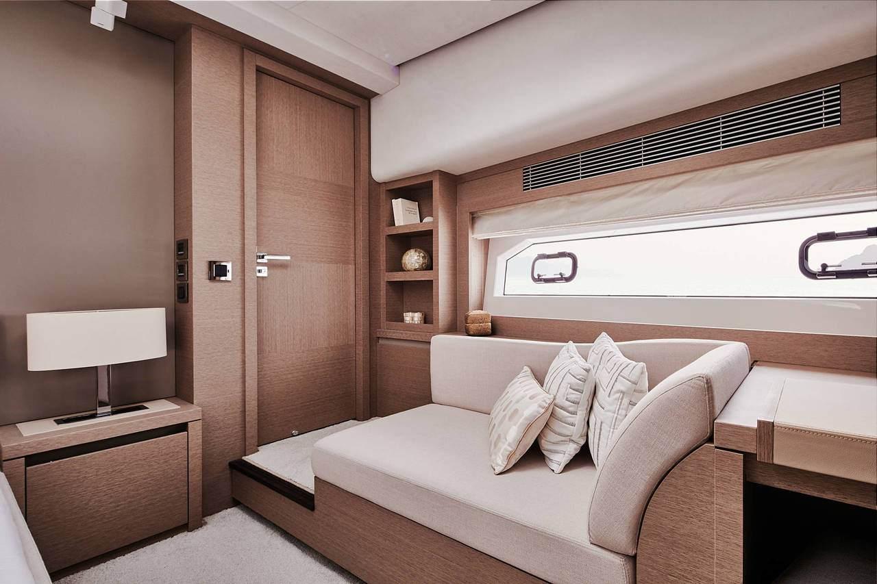 PRESTIGE 680S Interior 6