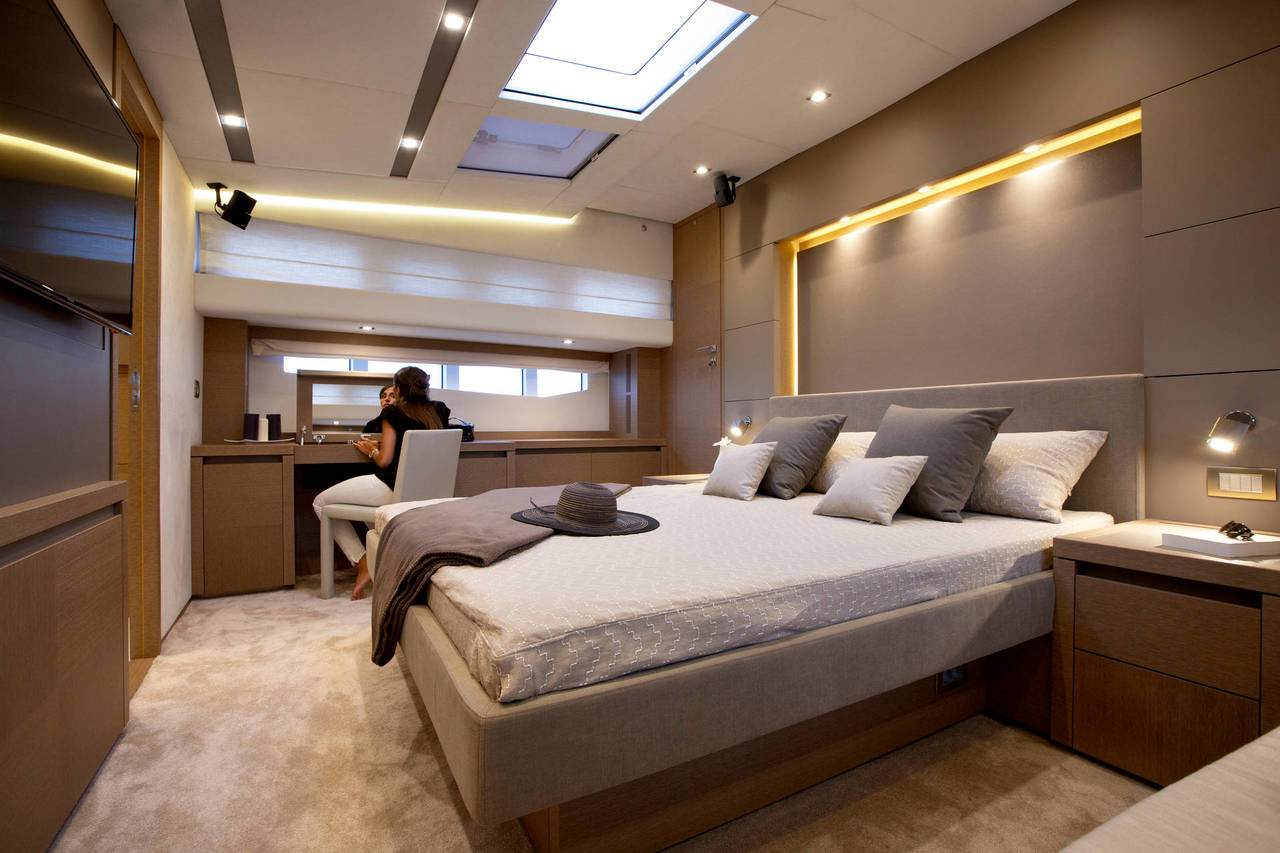PRESTIGE 750 Interior 1