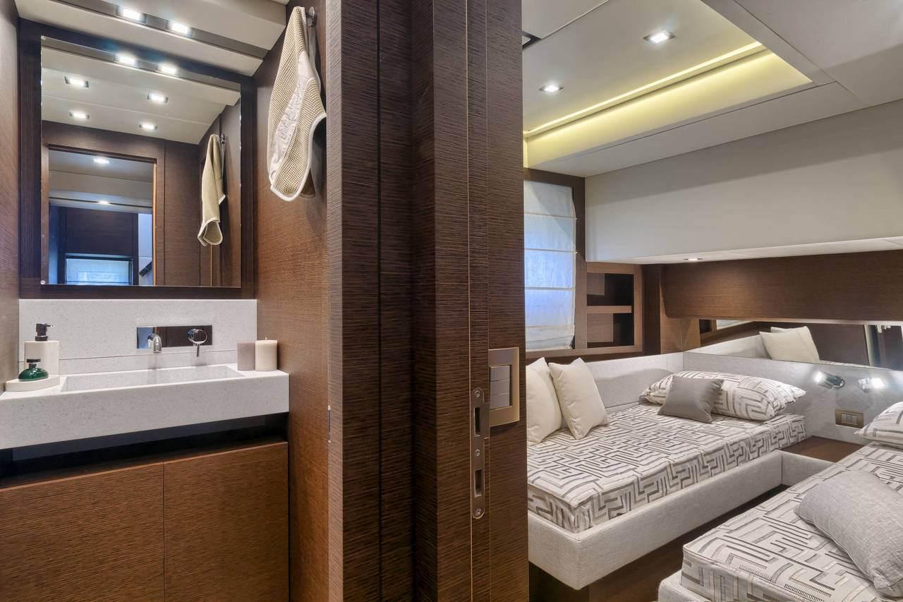 PRESTIGE 750 Interior 21
