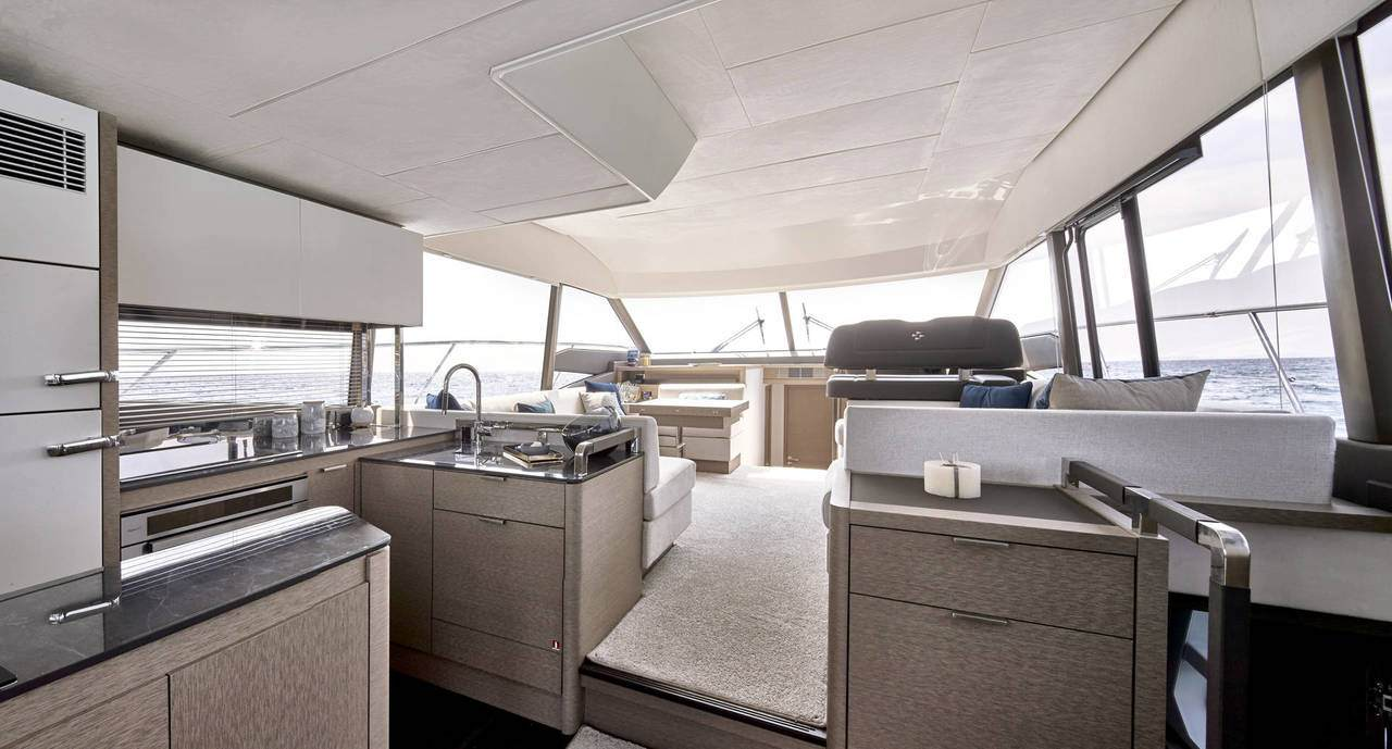 PRESTIGE 590 Interior 4